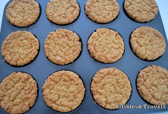 arnotss-buttermilk-snap-biscuits-banoffee-pie