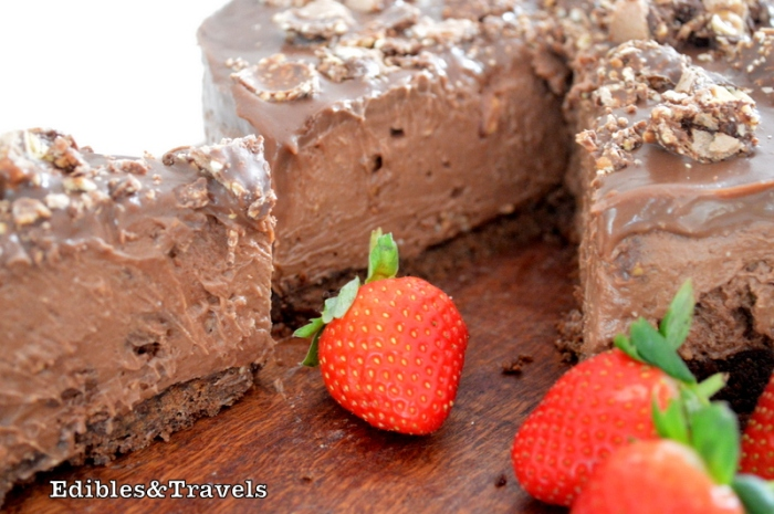 strawberries-chocolate-cheesecake