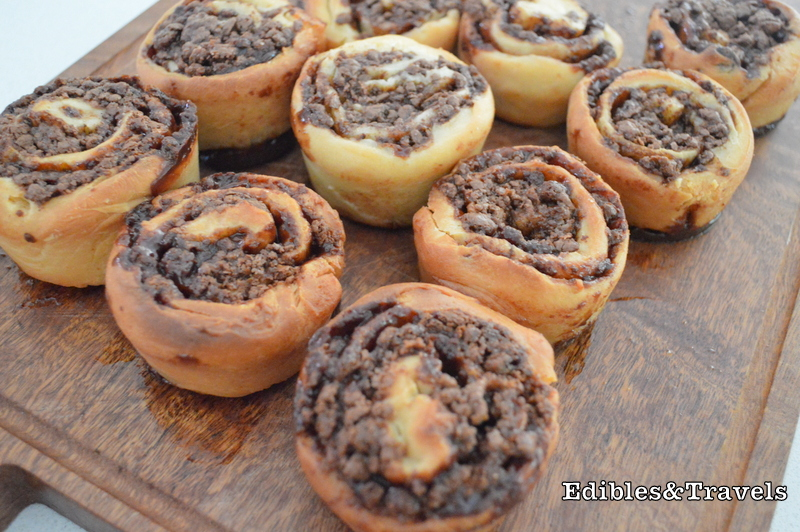 "27 thoughts on "" Sunday Sweets: Chocolate Swirl Buns """