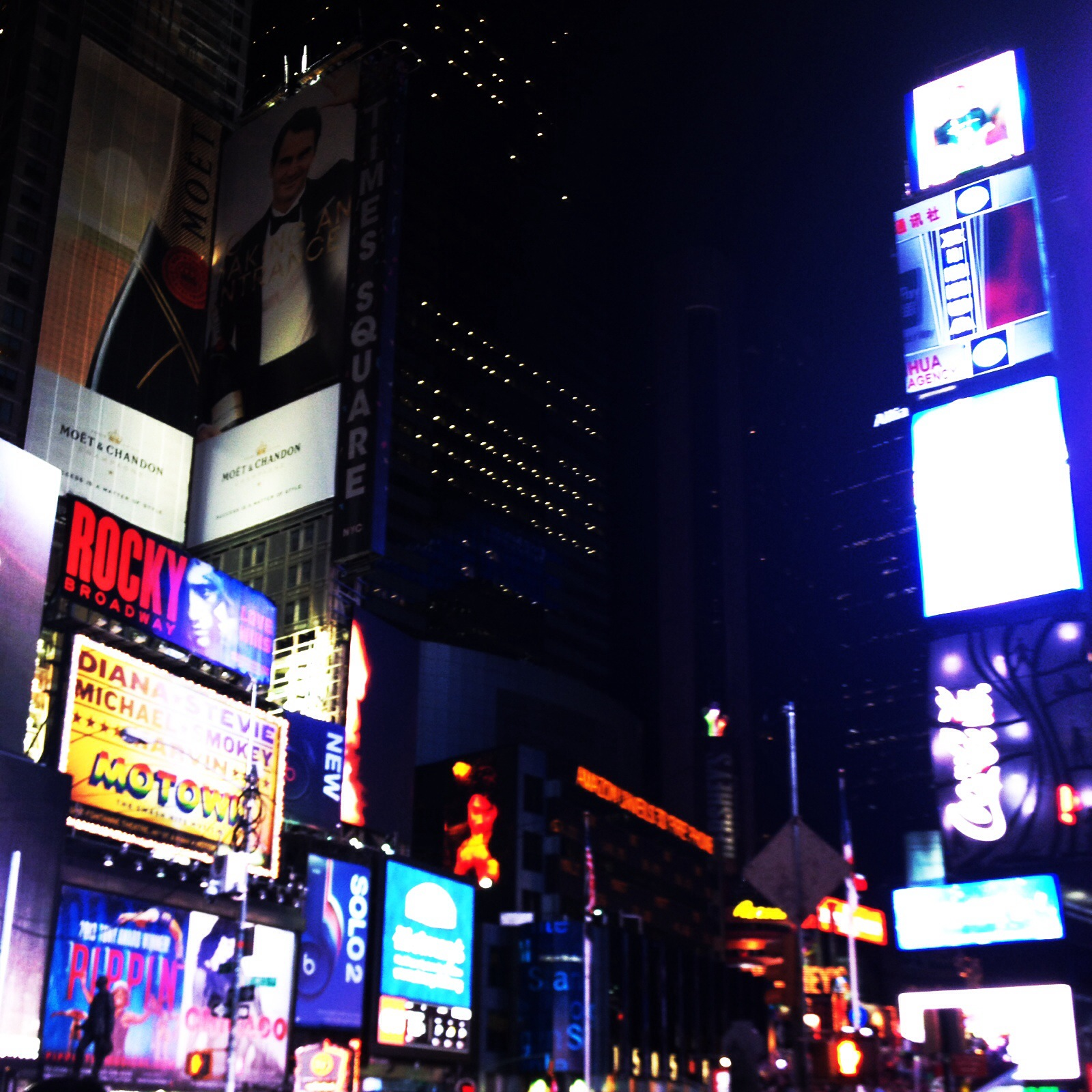 New york top 10 things to do edibles and travels for Things to in times square